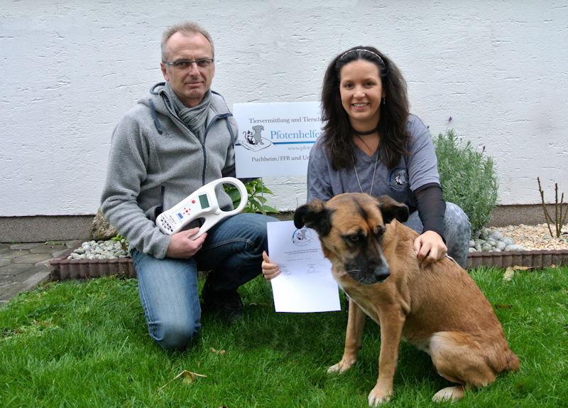 Zusammenarbeit angekündigt. Von links nach rechts: Herr Frischmann, Frau Said, Hund Kira,  Foto: M. Limbacher