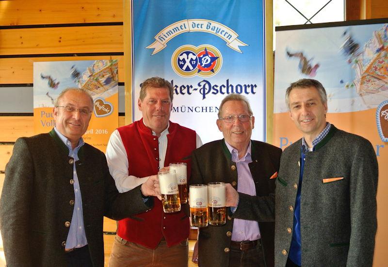 Bierprobe bei der Pressekonferenz. V.l.n.r.: Manfred Lindinger, Jochen Mörz, Rainer Zöller und Norbert Seidl. Foto: Puchheimer Stadtportal