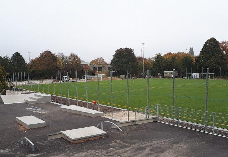 Neuer Kunstrasenplatz im Puchheimer Sportzentrum