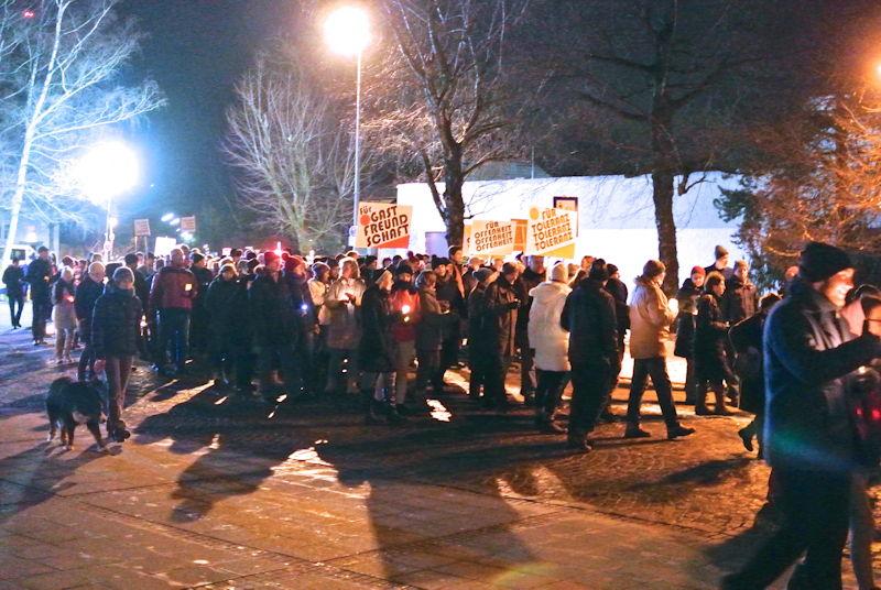 Puchheimer gehen für Offenheit, Toleranz und Gastfreundschaft auf die Straße. Foto: Puchheimer Stadtportal