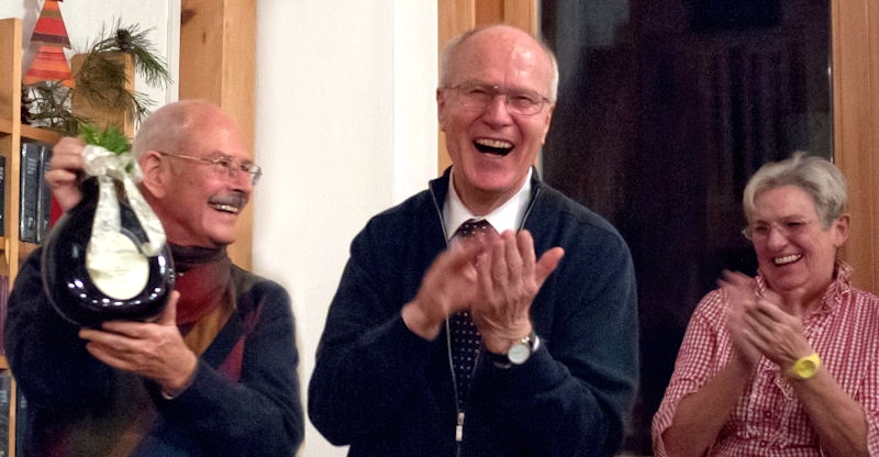Fröhliche Amtsübergabe: Klaus Pauly (Mitte) mit seiner Nachfolgerin Ursula Egelseer (rechts), Burkhard Geisheimer (links) bleibt Stellvertreter. Foto: Jürgen Storm