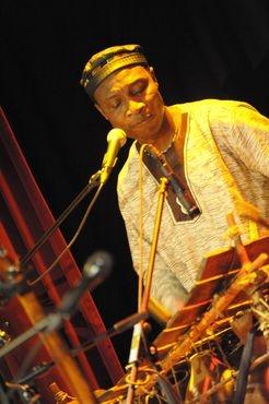Adjiri Odametey bot westafrikanische Musik vom Feinsten