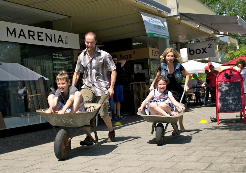 Besonders viel Spaß hatten die Kinder im Schubkarren, Foto: Stefan Rosenthal