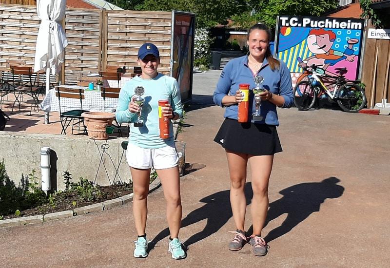 Die Gewinnerin der Puchheim Open Alexandra Lutz (re) vom CaM Nürnberg und die knapp unterlegene Finalistin Julia Wagner vom TF Dachau.