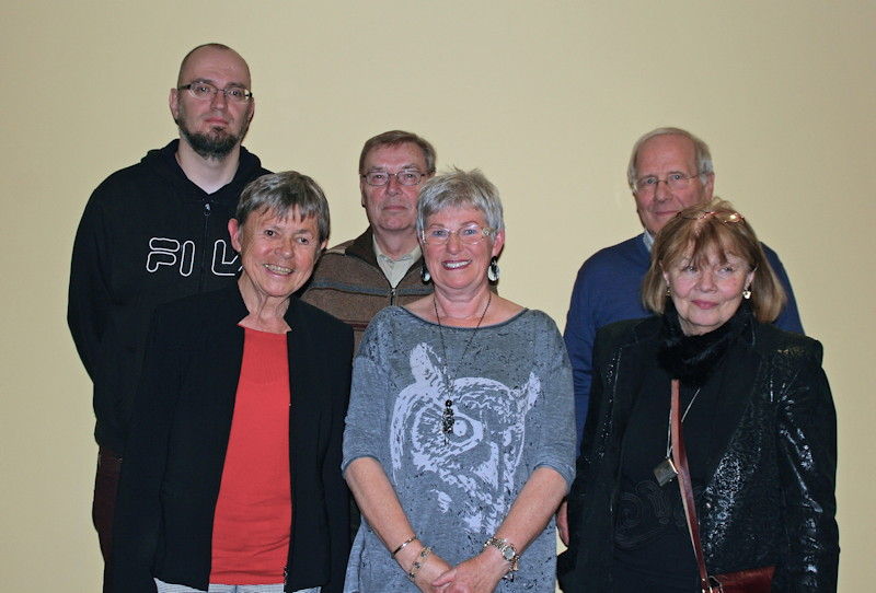 Von links nach rechts: Vordere Reihe: Elke Paulus, Christa Tucci, Hariet Paschke. Hintere Reihe: Johannes Kalwa, Manfred Wiedemann, Bernd Zinn