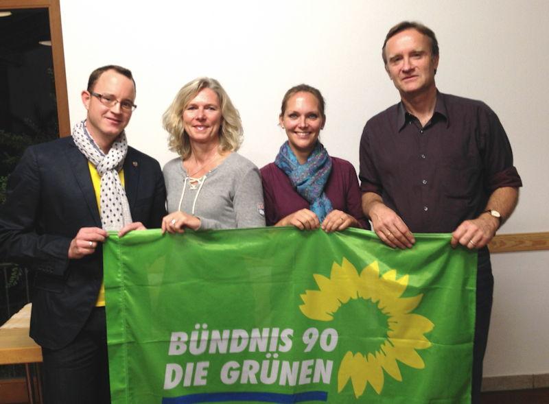 Im Bild von links nach rechts: Patrick Lindenmüller, Christiane Holland, Rebecca Genzel und Dr. Manfred Sengl