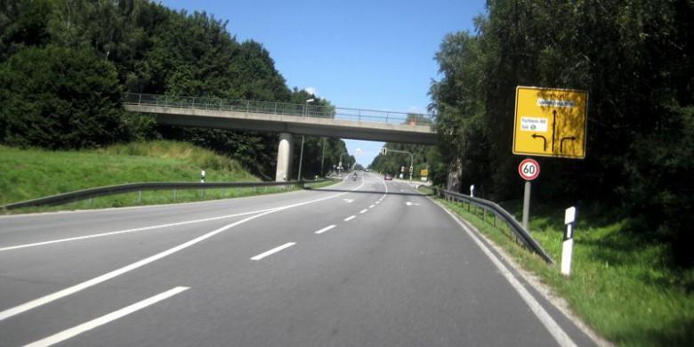 Brücke über die B111