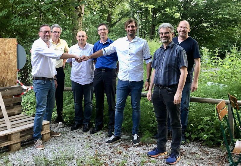 In den Puchheimer Bürgerstuben neu gewählt (v.l.n.r.: Werner Ostheimer, Uwe Jennerwein (BDS Bezirksgeschäftsführer), Farbod Fateminejad, Martin Reinhart, Hendrik Zymolka, Georg Meyer, Markus Limbacher.