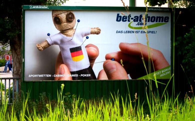 Werbeplakat, gesehen in Graz: Auch die Österreicher sind im EM-Fieber