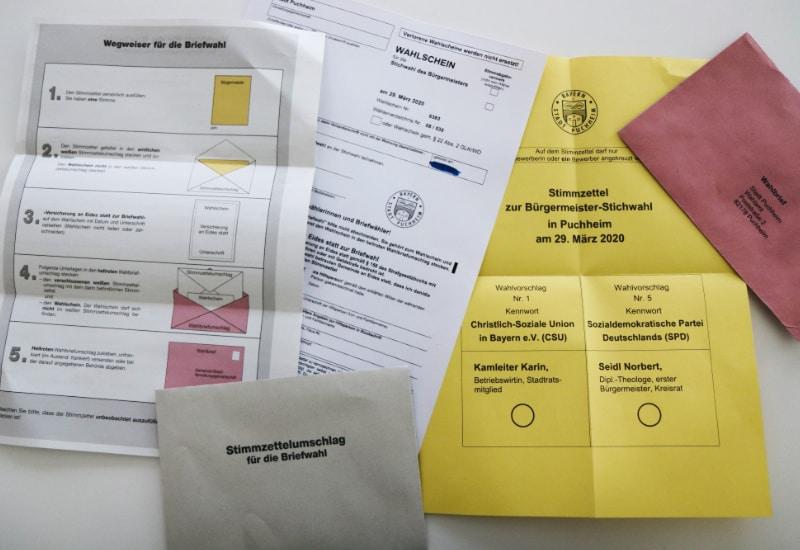Briefwahlunterlagen, die jeder Puchheimer Wahlberechtigte automatisch zugeschickt bekommt.