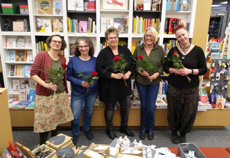 Das Team der Buchhandlung Bräunling freut sich über die Auszeichnung