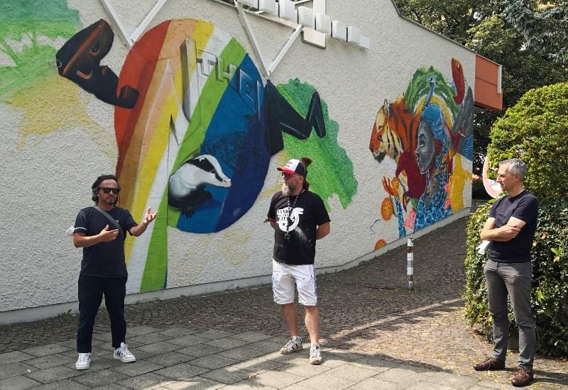 """Mit """"Buntheim""""-Machern im Dialog: Erster Bürgermeister Norbert Seidl (rechts) mit Melander Lando Holzapfel (Mitte) und Mehmet Ismail Birinci (Quartiersmanagement)."""