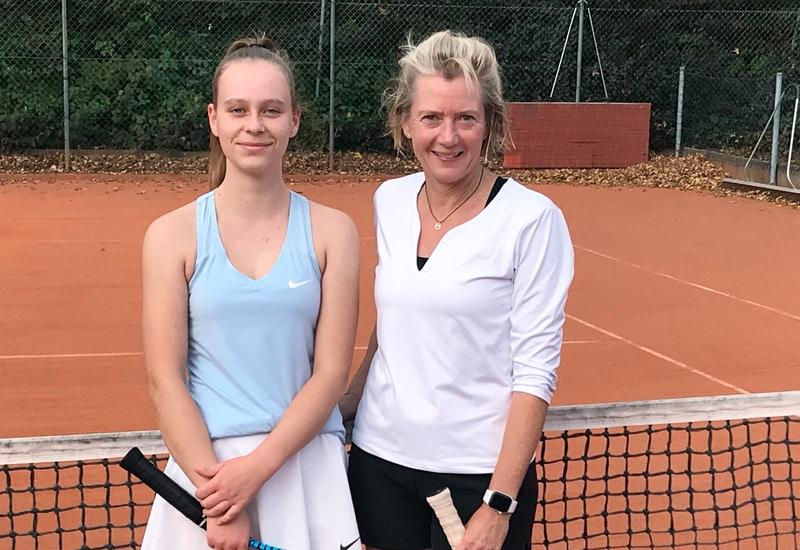 Nina Gasteiger (li.) gewann mit 7:5, 7:6 gegen Beatrice Bergemann