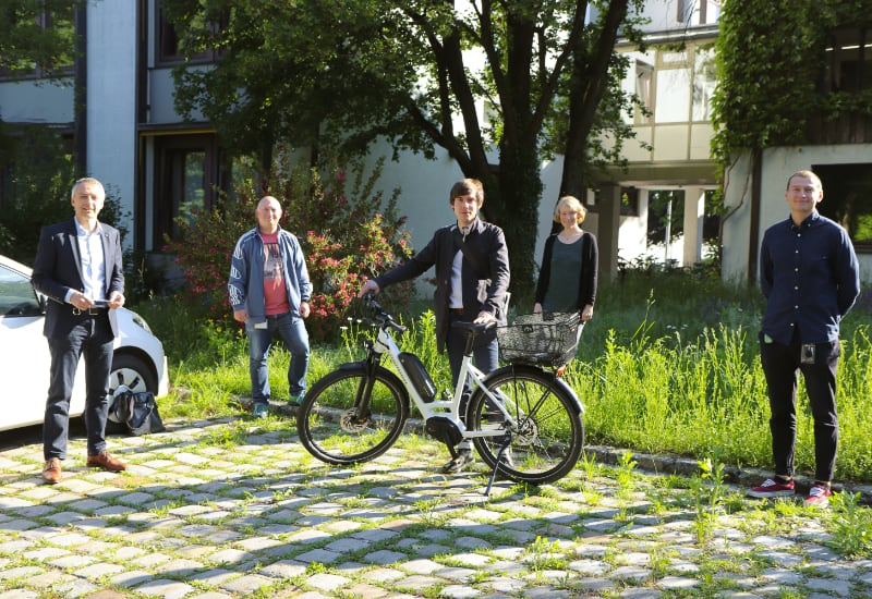 Bei der Übergabe des Dienst-Pedelecs (v.l.): Erster Bürgermeister Norbert Seidl, Norberth Rätscher, Martin Kulzinger, Katharina Dietel und Anton Smolniakov.
