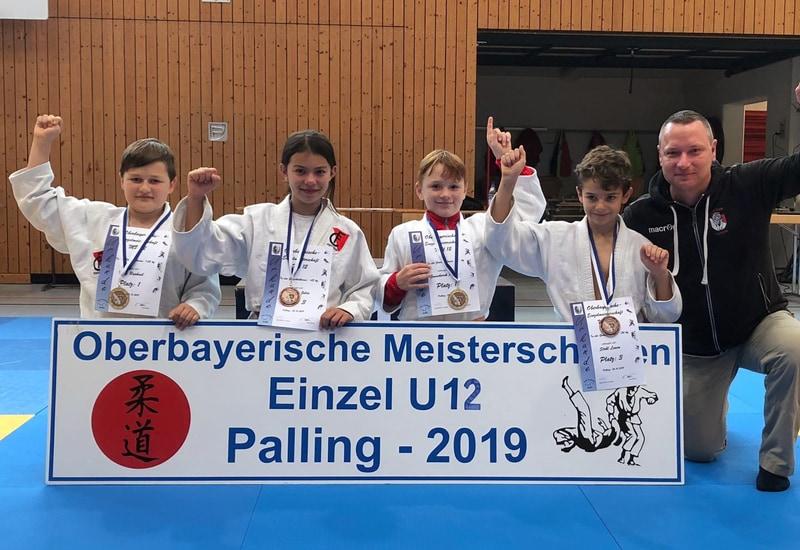 Jugendleiter Enrico Gonschorek und seine erfolgreichen Judoka