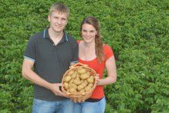 Kartoffelsalat in verschieden Varianten auf dem Bauernmarkt