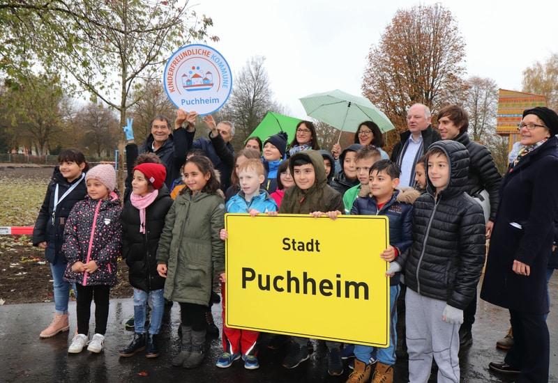 Siegelübergabe Kinderfreundliche Kommune Puchheim