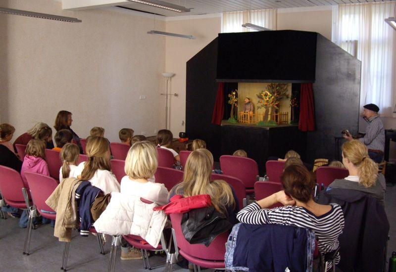Klapptheater München zu Besuch in der Alten Schule