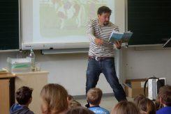 Lesung von Jörg Steinleitner für die Drittklässler der Puchheimer Grundschulen