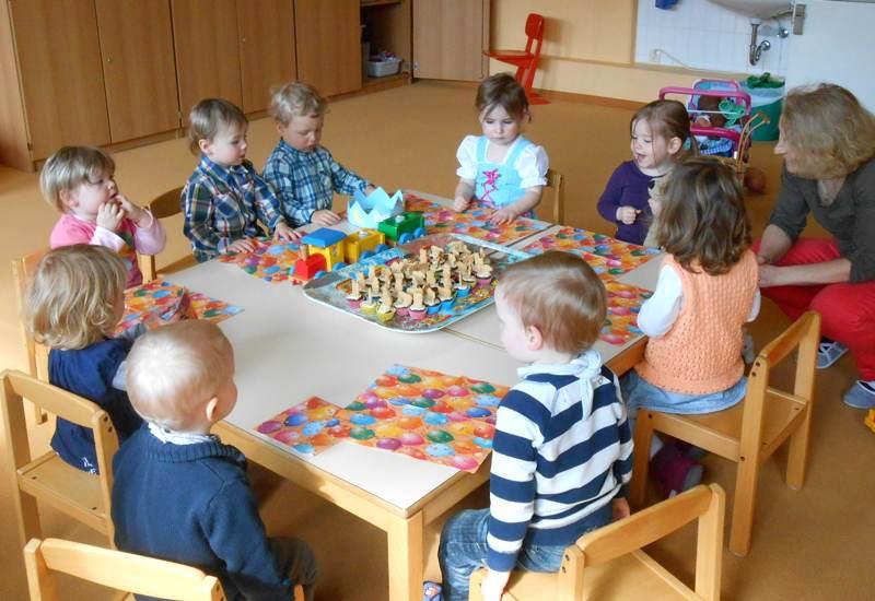 Wie die Großen: Kinder im Mäusestübchen feiern Geburtstag. Foto: Sozialdienst Puchheim