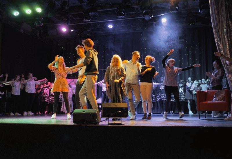 Das Thema Cybermobbing hat der FC Puchheim in Musical-Form auf die Bühne gebracht.