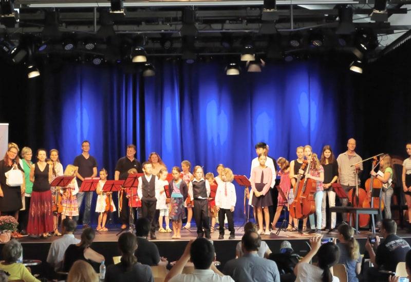 Leitung, Schüler, Lehrkräfte und Elternbeirat der Musikschule Puchheim