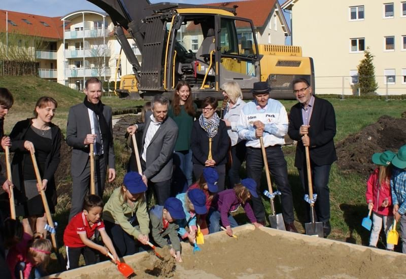 Spatenstich für das neue Kinderhaus im Wohnpark Roggenstein