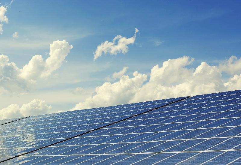 Puchheim hat ein eigenes Energiespar-Förderprogramm und fördert PV-Anlagen.