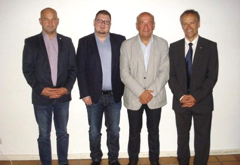 Von links: CSU-Ortsvorsitzender Christian Stadler, Klaus Frank (Weißer Ring), Wolfgang Erhardt (Sicherheitsbeauftragter der HypoVereinsbank), Andreas Ruch (Stv. Leiter PI Germering). Foto: CSU Puchheim