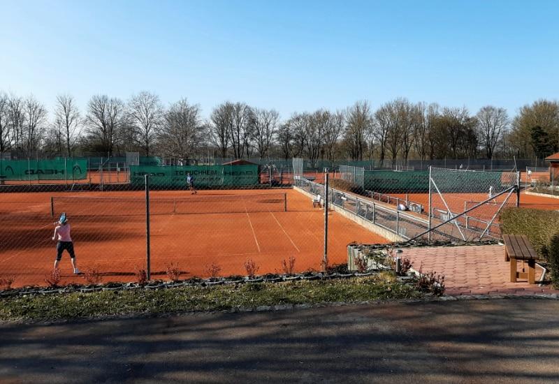 Seit 29. März kann auf der Anlage des TC Puchheim unter  Einhaltung der Hygiene- und Verhaltensregeln wieder Tennis gespielt werden.