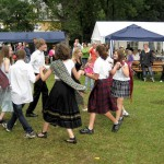 Puchheimer Stadtfest am Sonntag: Die Schotten tanzen. Foto: M. Limbacher