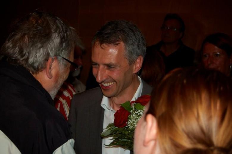 Norbert Seidl im Kreis der Gratulanten. Foto: M. Limbacher
