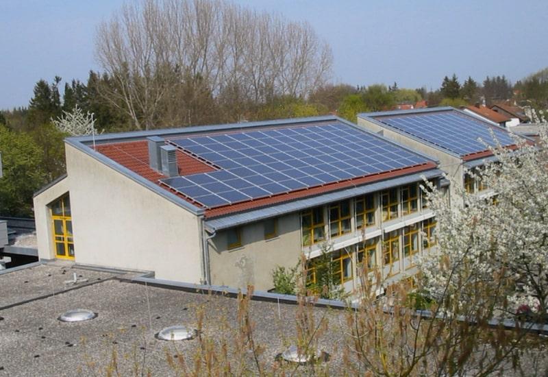 Bürgersolaranlage auf dem Dach der Mittelschule