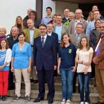 Puchheimer Sportler und Übungsleiter mit Bürgermeister Dr. Kränzlein und Sportreferent Rainer Zöller vor dem Rathaus