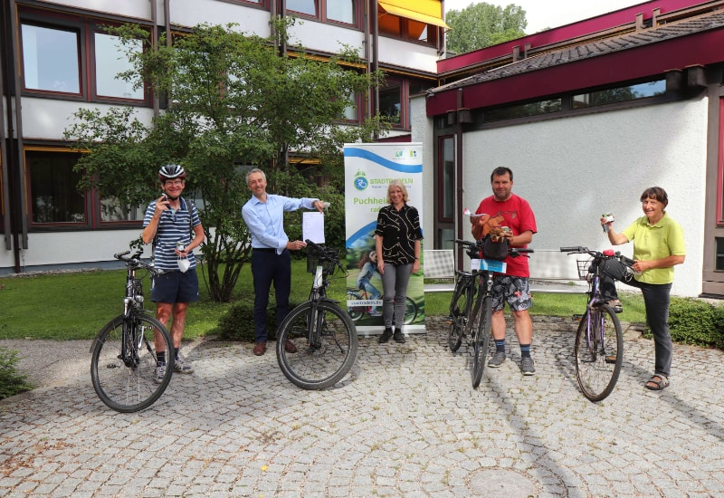 Schlüsselrückgabe an die STADTRADELN-Stars durch Puchheims Fahrradbeauftragte Katharina Dietel (v.l.): Manfred Schwarz, Norbert Seidl, Norbert Lachner und Franziska Hingst.