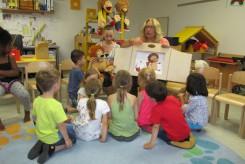 Zahnärztin besucht Kinderhaus Schatzinsel
